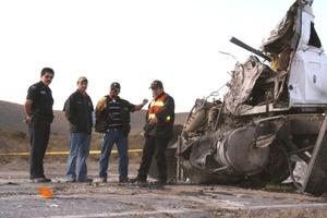 El conductor del tráiler, presuntamente responsable del percance, dijo llamarse Julio César Rodríguez, de 30 años de edad, fue trasladado de emergencia a un nosocomio de Saltillo.