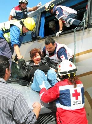 El estado de salud de varios de los lesionados, de entre 50 y 75 años de edad, se reporta como muy grave, debido a que resultaron politraumatizados y sufrieron múltiples fracturas en diversas partes de su cuerpo.
