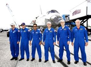El Discovery trajo a casa a la ex residente de la estación espacial Sandra Magnus, que pasó 134 días en órbita y recibió saludos calurosos de la NASA.