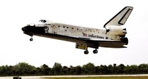 Bienvenido a casa, Discovery, después de una gran misión, afirmó por radio un funcionario del Control de Misión.