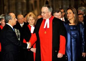 El presidente Felipe Calderón y su mujer Margarita Zavala saludarón al decano de la Abadía de Westminster, el reverendo John Hall.