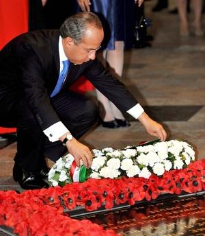 Calderón depositó una corona de flores ante la Tumba del Soldado Desconocido en la Abadía de Westminster.