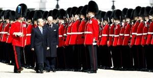 El presidente mexicano e Isabel II, acompañados de Margarita Zavala y el duque, se trasladaron en carroza al Palacio de Buckingham, residencia oficial de la Reina, donde se alojarán el mandatario mexicano y su esposa.