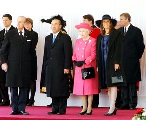 Felipe Calderón, fue recibido por la reina Isabel II de Inglaterra en un solemne acto que marcó el inicio de su visita de Estado al Reino Unido.
