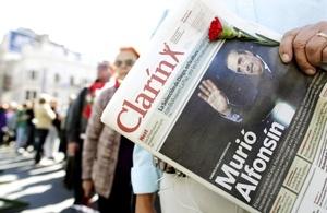 La prensa dedicó grandes espacios a recordar a quien fuera el primer presidente de la transición democrática iniciada en octubre de 1983.