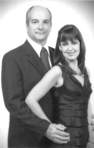 C.P. Ángel Sesma González y Lic. Alejandra Arenas Regalado el día de su enlace civil.