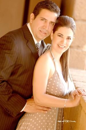 Lic. Luis Enrique Rodríguez Pantoja y Lic. Moyel Ibarra Guzmán contrajeron matrimonio por lo civil en viernes 27 de febrero de 2009.   <p> <i>Estudio Carlos Maqueda</i>
