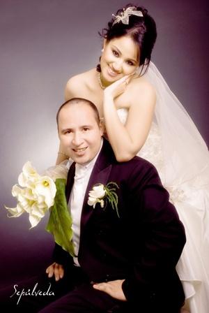 Sr. Cuauhtémoc Gerardo Tapia Moreno y Srita. Mónica Aurora Casas Sánchez contrajeron matrimonio el sábado 14 de marzo de 2009.   <p> <i>Estudio Sepúlveda</i>