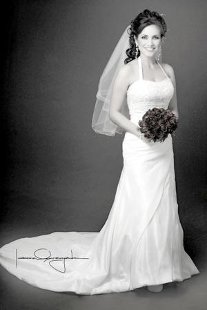 Srita. Cynthia Esquivel Olivas el día que unió si vida en sagrado matrimonio a la del Sr. Javier Alarcón Hernández.   <p> <i>Estudio Laura Grageda</i>
