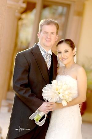 Sr. Gerardo Valdés y Srita. Grace de la Garza unieron sus vidas en sagrado matrimonio. <p> <i>Estudio Carlos Maqueda</i>