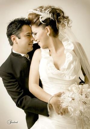 Sr. Miguel Ángel Contreras Forzán y Srita. Nancy Cristal Salazar Alvarado contrajeron matrimonio en la parroquia del Santo Cristo el sábado 21 de febrero de 2009. <p> <i>Estudio Sandoval</i>