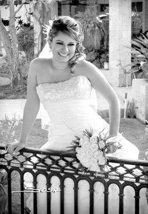 Ing. Mayje Carolina Almaraz Durán, el día de su boda con el Ing. Carlos Renovato García.- <p> <i>Studio Sosa</i>