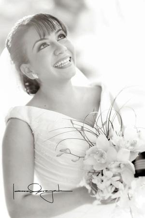 Srita. Claudia Alessandra Hernández de la Peña, el día que unió su vida en sagrado matrimonio a la del Sr. Manolo Cuerda Salazar. <p> <i>Estudio Laura Grageda.</i>