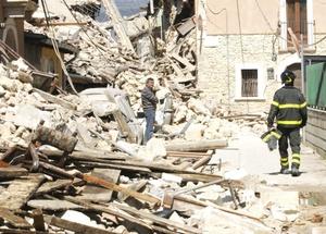 El Centro Geológico de Estados Unidos dijo que el sismo tuvo una magnitud de 6.3 aunque el Instituto Nacional de Geofísica de Italia estimó en 5.8 la fuerza.