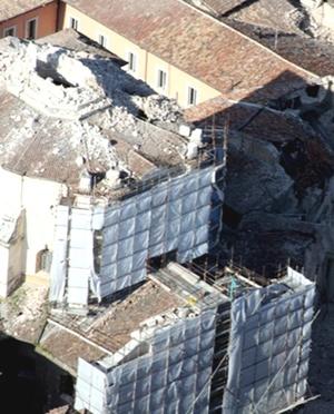 El poblado de Castelnuovo al parecer también fue sacudido fuertemente, con cinco muertes confirmadas allá.