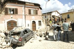 La ciudad medieval de L'Aquila fue la más golpeada por el sismo, que sacudió las montañas de los Apeninos.
