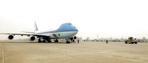 El presidente de EU, Barack Obama, durante una visita sorpresa a Irak, que todas las tropas estadounidenses habrán salido del país árabe para 2011.