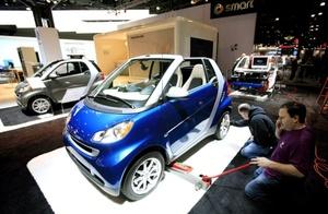 BMW hace la presentación del Mini Cooper convertible, en un segmento de alto crecimiento, el de los compactos descapotables.