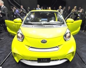 El iQ es más pequeño que el subcompacto Yaris, también de la Toyota Motor Corp. Se presenta como un modelo Scion, dirigido al segmento de compradores jóvenes, en el Salón Internacional del Automóvil de Nueva York.