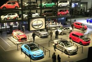 El Salón del Automóvil de Nueva York abre sus puertas con una buena dosis de vehículos eléctricos e híbridos y en medio de crecientes señales de que General Motors y Chrysler se encaminan hacia la suspensión de pagos.