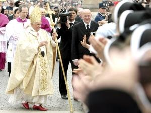Benedicto XVI dijo que la sociedad necesita justicia, verdad, misericordia, perdón y amor.