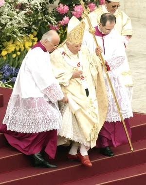 El Pontífice hizo estas manifestaciones durante su Mensaje Pascual, que pronunció en la plaza de San Pedro del Vaticano ante unas 200 mil personas.