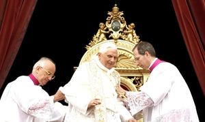 El Papa dijoque ante la carestía global de alimentos, el desbarajuste financiero, el cambio climático, la violencia, el terrorismo y la miseria, es necesario descubrir 'nuevas perspectivas capaces de devolver la esperanza al hombre'.