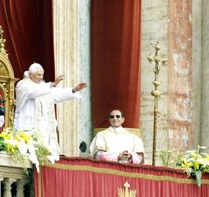 El rito inició con una introducción del Papa quien saludó y recitó: 'en este día santísimo, exultamos de grande gozo por la celebración de la resurrección de Jesucristo nuestro señor'.
