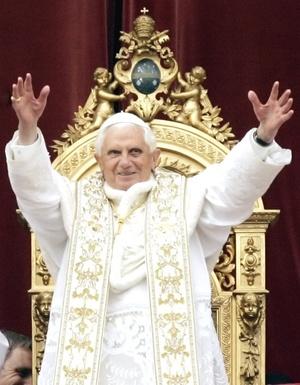 Ante más de 100 mil fieles provenientes de todo el mundo y reunidos en la Plaza de San Pedro de El Vaticano, el jerarca católico ofició una misa y pronunció su tradicional mensaje 'urbi et orbi' (a la ciudad y al mundo).