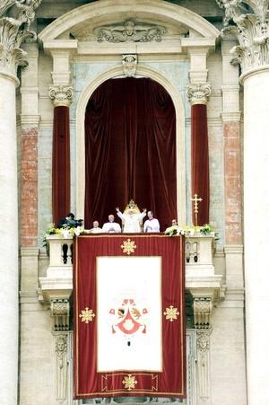 El Papa Benedicto XVI concluyó sus actividades de Semana Santa con la ceremonia del Domingo de Pascua, en la que envió un mensaje de paz al mundo y oró de manera especial por las víctimas del reciente sismo en Italia.