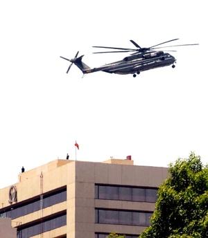 Obama aterrizó en el helipuerto de Los Pinos.
