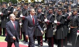 Obama, quien por primera vez visita un país latinoamericano, aseguró que, como dijo en su momento John F. Kennedy, los lazos que unen a los dos países no pueden ser rotos.