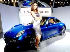 Cuentan con la nueva función de Porsche Auto Start Stop que apaga el motor cuando el pasajero presiona el pedal de freno, como sucede en situaciones de tráfico.