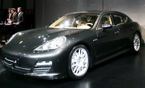 La firma alemana Porsche hizo historia al presentar un modelo nuevo en el Autoshow de China, con la presentación de su primer modelo de cuatro puertas: el Panamera 2010.