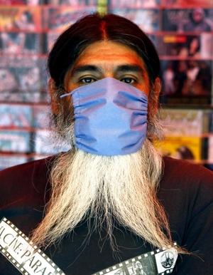 El tapaboca de barbas de chivo.