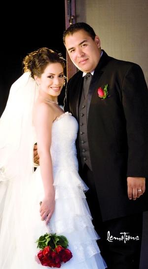 Lic. Julio César Alvarado Rodríguez y D.I. Karime Bujama Ramírez contrajeron nupcias en la Parroquia Los Ángeles el sábado 18 de abril de 2009.  Estudio Lemotions