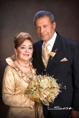 Sr. Federico Salazar Alba y la Sra. Yolanda Sada de Salazar celebrando sus Bodas de Oro por sus 50 años de casados el sábado cuatro de abril de 2009.  Studio Sosa