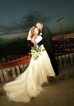 Sr. Rigoberto Aulis Fuentes y Srita. Elizabeth Pérez Morales unieron sus vidas en sagrado matrimonio en la parroquia del Cristo de las Noas el sábado 21 de marzo de 2009.   Sandoval Fotografía