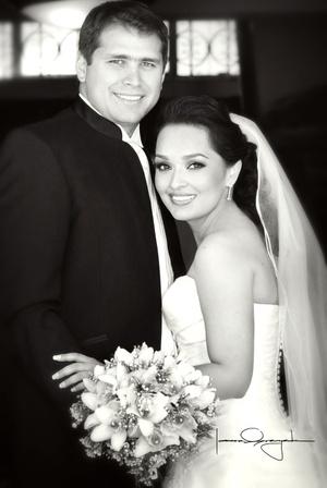 Sr. Arturo Fabián Simet y Srita. Marlene Pacheco Cháirez unieron sus vidas en sagrado matrimonio el sábado 28 de marzo de 2009.  Estudio Laura Grageda