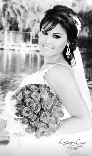 Srita. Claudia Guadalupe de León Briviescas el día de su boda con el Sr. Jorge Luis Chávez Arámbula.  Estudio Luciano Laris