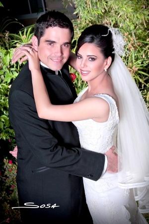 Lic. Paulo Humberto y Srita. Blanca María contrajeron matrimonio en la parroquia Los Ángeles el viernes 27 de marzo de 2009.  Studio Sosa