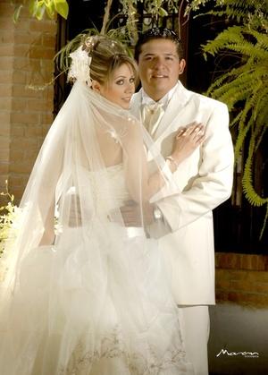 Sr. César Márquez Hernández y Srita. Ivett Morán Olague contrajeron matrimonio en la parroquia del Espíritu Santo el sábado 28 de marzo de 2009.   Estudio Morán