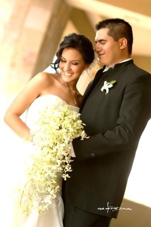 Sr. José Rodríguez D. y Srita. Lily Padilla B. contrajeron matrimonio en la parroquia de San Pedro Apóstol el sábado 21 de marzo de 2009.  Maqueda Fotografía