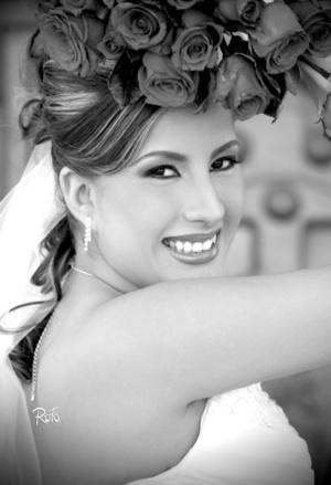 Srita. María de los Ángeles Esparza Vélez, el día de su boda con el Arq. Christian Orlando Fabela Ramírez.  Rofo Fotografía