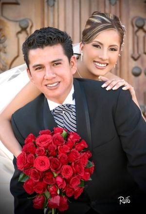 Arq. Christian Orlando Fabela Ramírez y Srita. María de los Ángeles Esparza Vélez unieron sus vidas en sagrado matrimonio en la parroquia del Centro Saulo el sábado 28 de marzo de 2009.  Rofo Fotografía