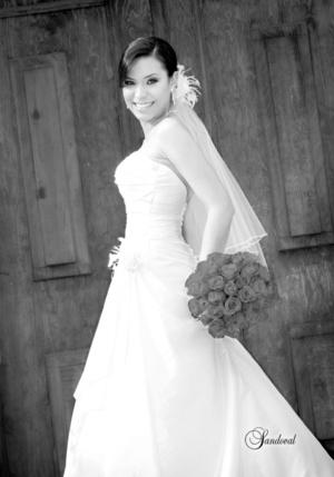 Srita. Nadia Elizabeth Moya Fernández, el día de su boda con el Sr. Héctor Francisco Rodríguez Cuéllar.  Sandoval Fotografía
