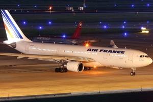 Un avión de Air France desapareció sobre el Océano Atlántico mientras se dirigía de Rio de Janeiro a París con 228 personas a bordo.