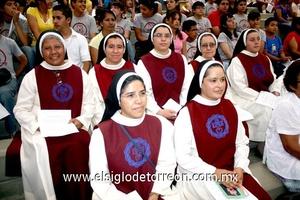 02062009 Sr. Obispo primero de la Diócesis de Gómez Palacio, J. Guadalupe Torres al momento de la consagración.