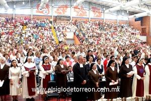 02062009 Importante acontecimiento. Alrededor de 2,500 personas asistieron a la consagración de la Diócesis de Gómez Palacio al Espíritu Santo, Eucaristía que se llevó a cabo en el auditorio del Instituto Francés de La Laguna.