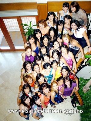 03062009 Amigas y familiares que acompañaron a la futura novia en su despedida de soltera.